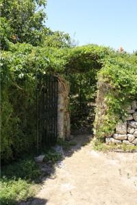 Ingresso ad un giardinetto esterno